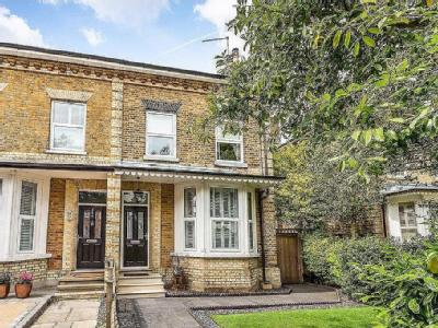 aef98493d7b High Road IG8, Woodford Green property. Find properties for sale in ...