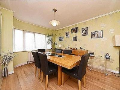 House for sale, Mill Hill - Garden