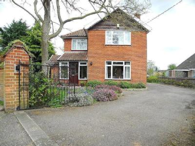41 Beccles Road - Double Bedroom