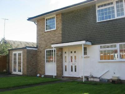 House to rent, Adcock Walk - Detached