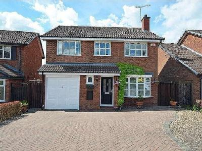 House for sale, Roberts Close - Patio