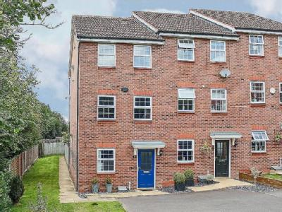 Royal Worcester Crescent B60, Bromsgrove property. Houses for sale ...
