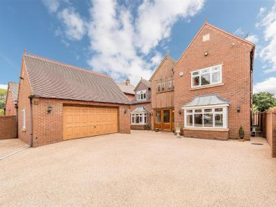 House for sale, School Road - Patio