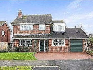 Daresbury Close - Detached, En Suite