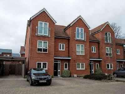 Nicolls Close - Unfurnished, Garden