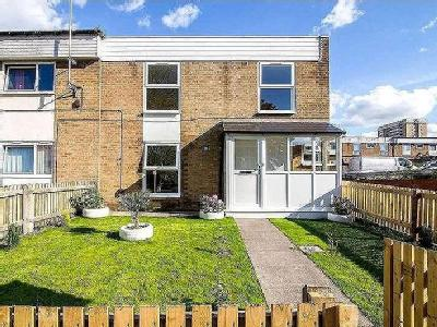 House for sale, Rodney Close - Garden