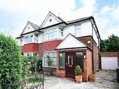 Cheviot Gardens, Cricklewood, Nw2, Nw2