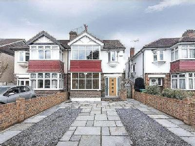 House for sale, Staines Road - Garden