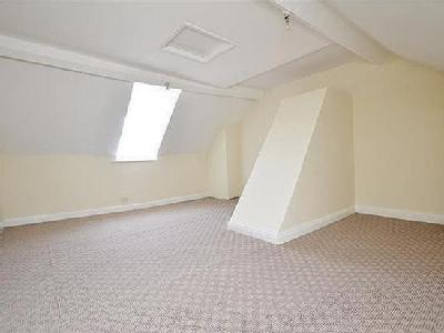 House to rent, Weston Road - Terraced