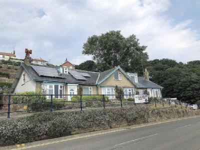 The Beach, Filey - Garden, Cottage