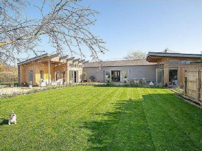 Contemporary, 4 bedroom single storey home in Cary Fitzpaine