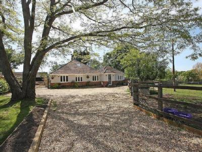 Wootton Road, Tiptoe, Lymington, SO41