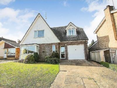 Pound Close, Harleston - En Suite