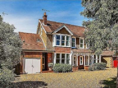 House for sale, ASHTEAD - Fireplace