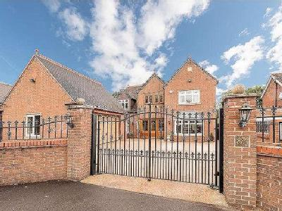 School Road, Himley, DY3 - Garden