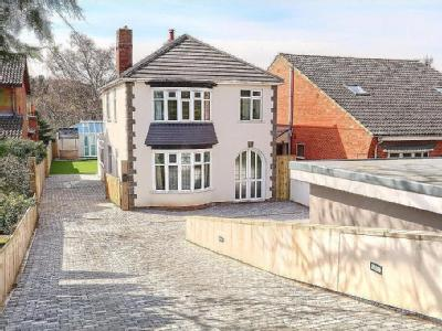Ormesby Bank, Middlesbrough - House