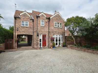 Pontefract Road, Snaith - Detached