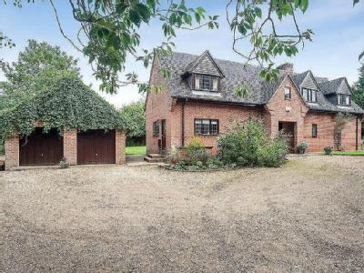 Main Street, Pipewell - Detached
