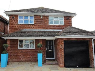 Beach Road, Canvey Island - Detached