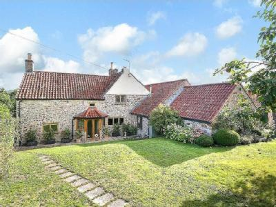 Totally renovated 18th century house within the village of Mells..