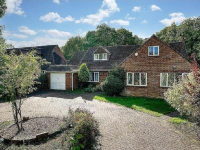 Hollybush Close, Potten End, Berkhamsted HP4