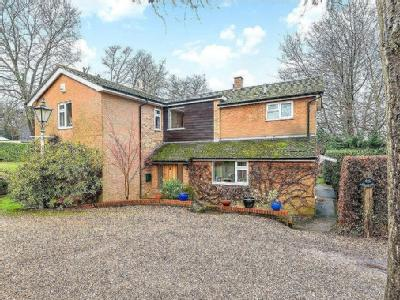 Hollybush Close, Potten End, Berkhamsted, Hertfordshire, HP4