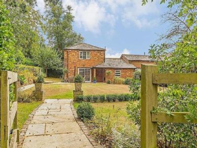 House for sale, Whaddon - Detached