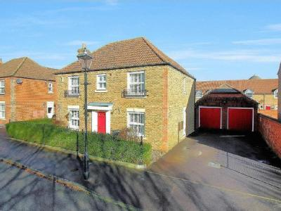 Eyre Close, Aylesbury - Detached