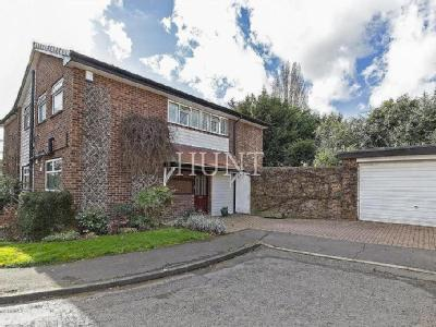 Deepdene Close, London - Auction