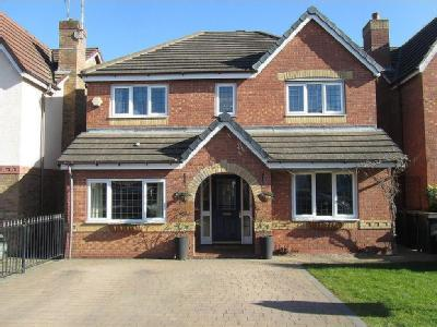 Hatters Court, Bedworth - Detached