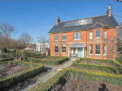 Stunning views - Beautiful Family Home with land