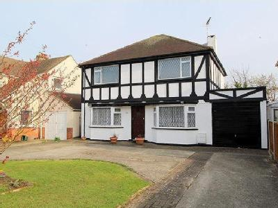 FAMILY HOME NEAR FRINTON GATES