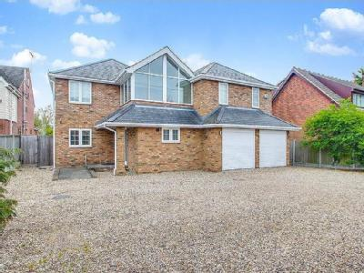 Noak Hill Road, Billericay - En Suite