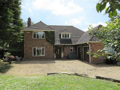 Large Family Home - Garden, Detached
