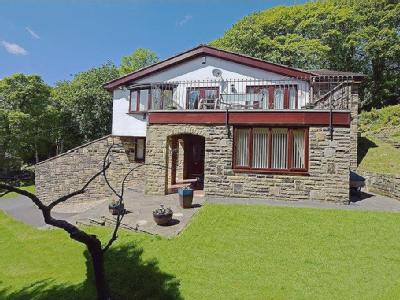 Stansfield Hall Road, Todmorden OL14