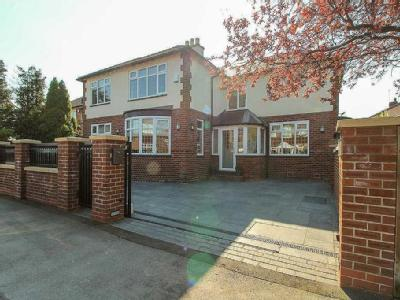 EGERTON ROAD, Woodsmoor - Detached