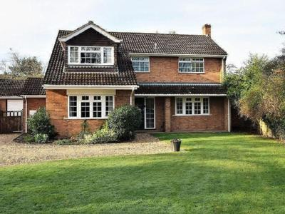 Firgrove Road, Yateley - Detached