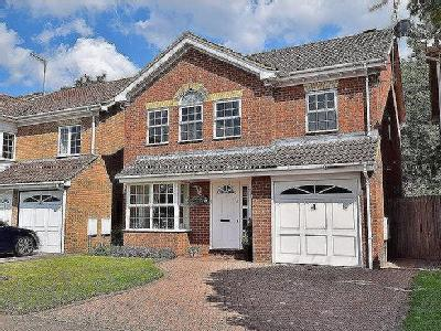 Superb FAMILY home within WALKING distance of the TOWN CENTRE!