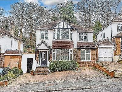 Mead Way, Coulsdon - Detached
