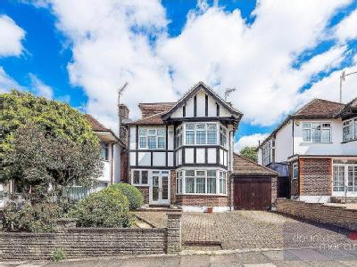 Woodward Avenue, London NW4 - Garden