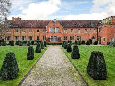 Abbey Gardens, Upper Woolhampton, Reading, Berkshire, RG7