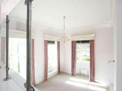 Flat for sale, Moorlands Hall - Lift