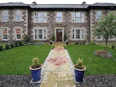 The Townhouses, Mcdougall Court, Murthly, Perth And Kinross, Ph1