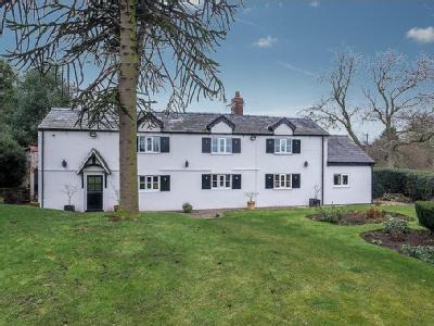 4 bedroom House Detached in Kingswood