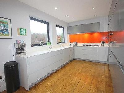 House for sale, Waverley Court