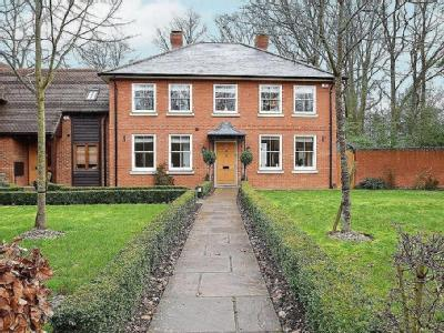 Coach House Close, Yateley - Garden
