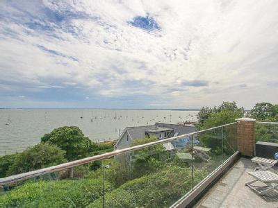 Grand Parade, Leigh-on-Sea - Freehold