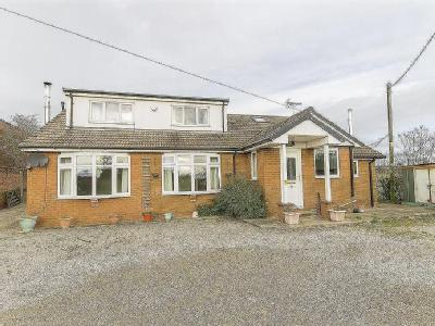 Property for sale, Mooracre Lane