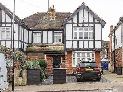 Crescent Rise, N22 - Double Bedroom