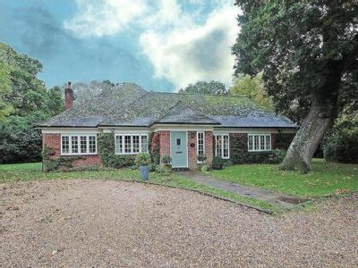 House for sale, Hurn Court - Detached